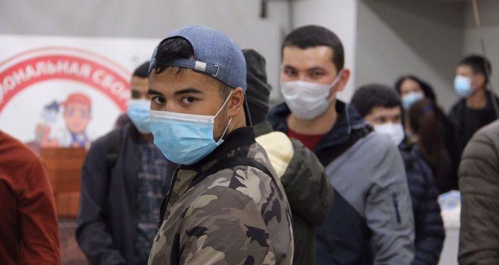Более 760 мигрантов из Узбекистана уехали на заработки в Россию на прошлой неделе