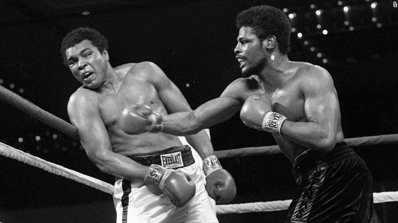 Скончался победивший Мухаммеда Али боксер