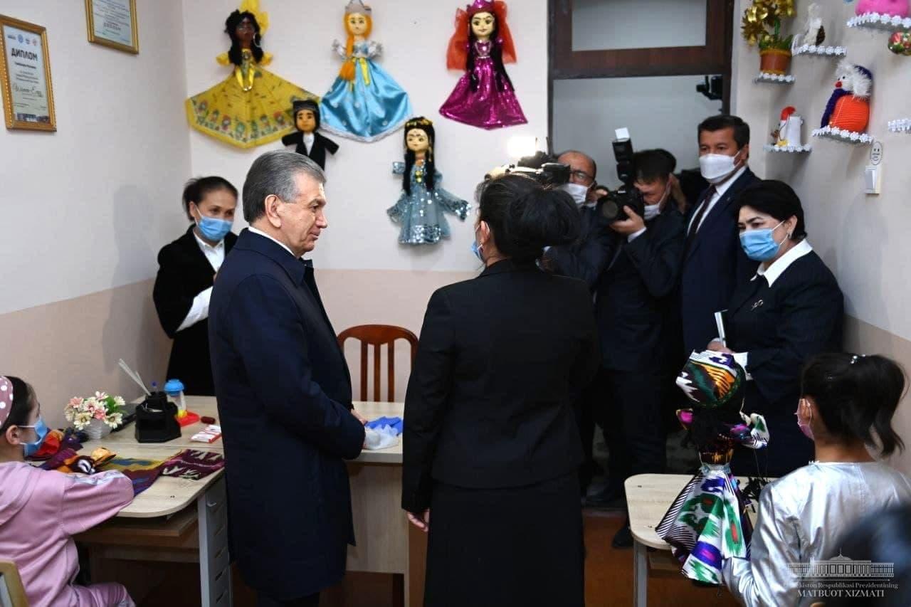 Шавкат Мирзиёев поручил зачислить в университет двух воспитанников наманганского детдома на бюджет — видео