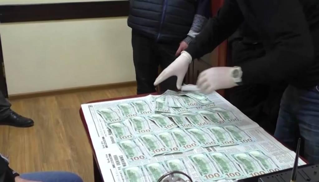 Сотрудников «Узбекистон темир йуллари» задержали во время получения взятки