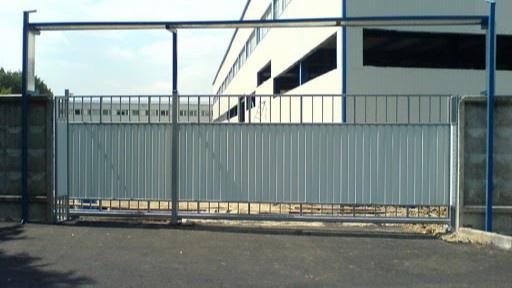 Житель Наманганской области украл ворота у предприятия, где работал охранником
