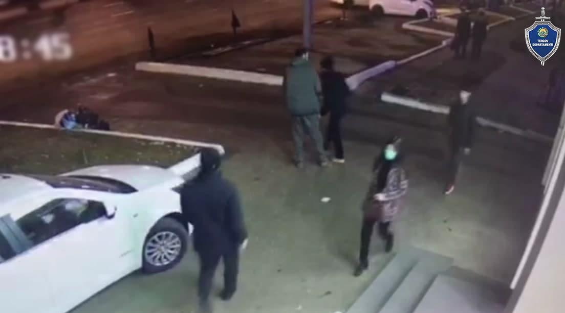 В Ташкенте трое человек избили и ограбили мужчину