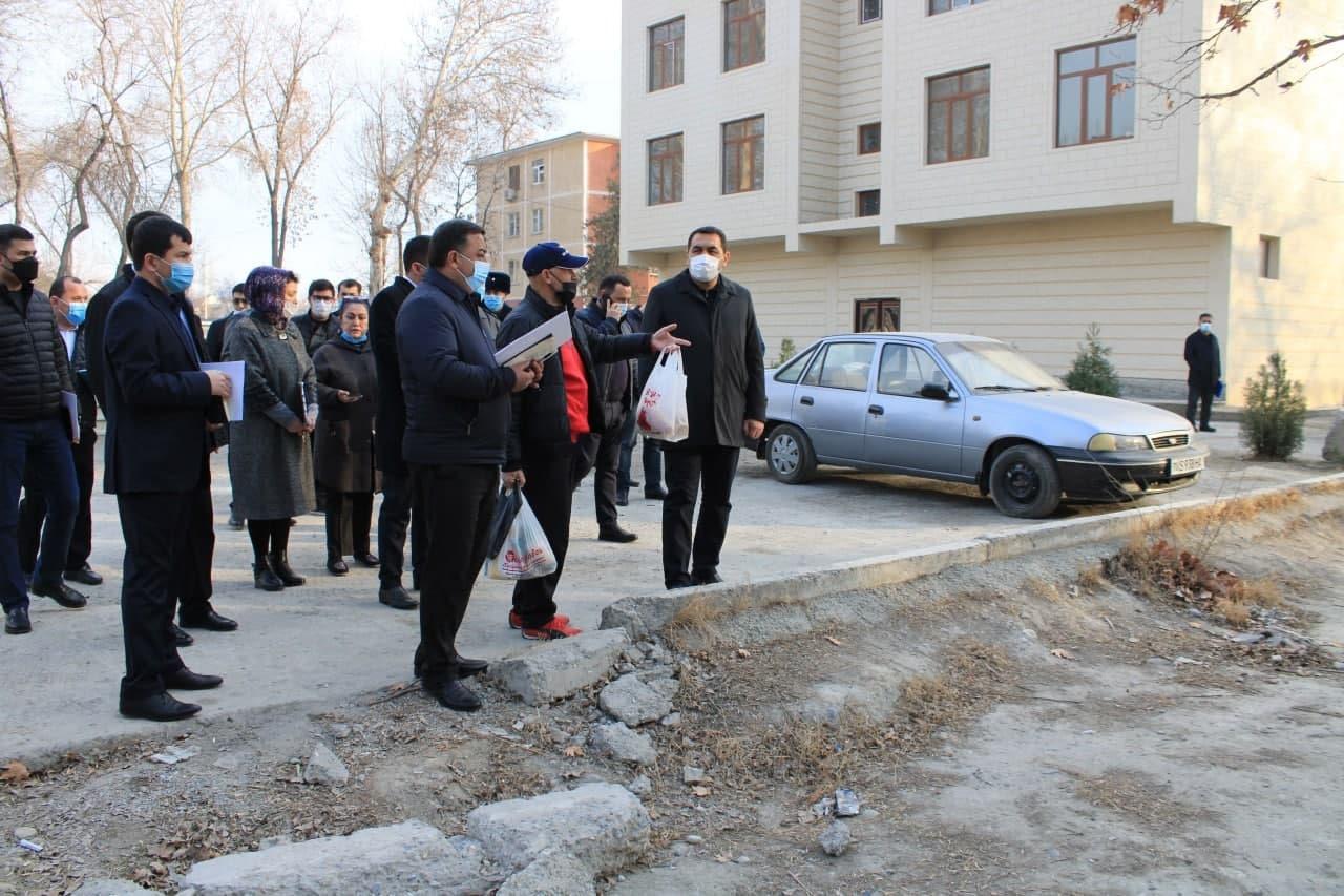 Хоким Ферганской области приостановил строительство внутри дворов