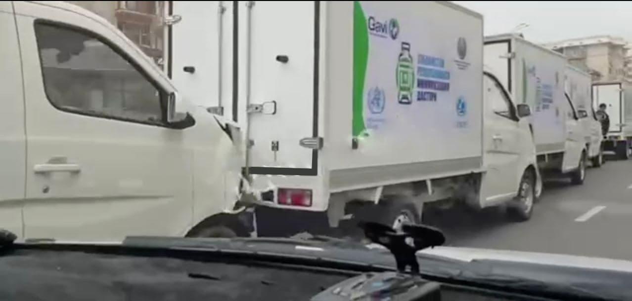 Машины с вакцинами от COVID-19 врезались друг в друга