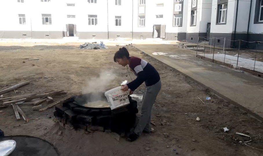 Жители нукуской новостройки были вынуждены готовить на улице из-за отсутствия газа