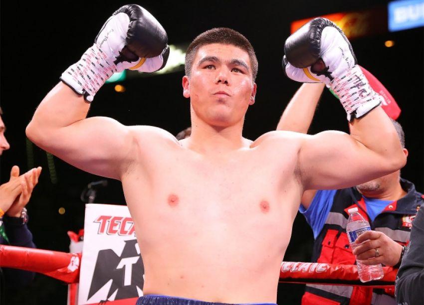 Узбекский боксер Бектемир Меликузиев нокаутировал американского бойца