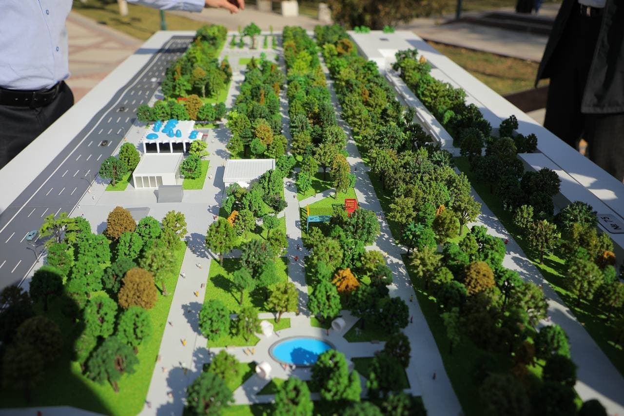 Хокимият Ташкента представил макет комплекса «Истиклол» на аллее «Голубых куполов»