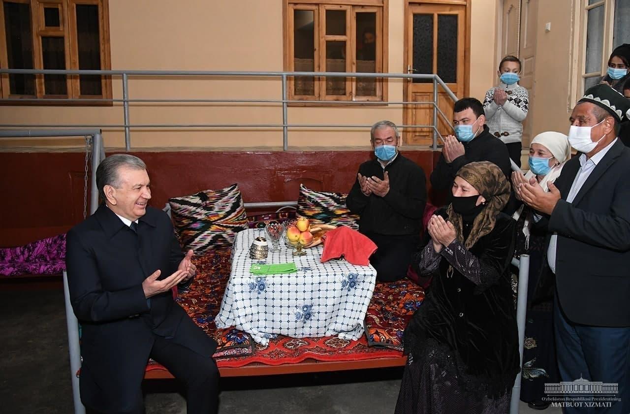 Шавкат Мирзиёев внепланово посетил махаллю в Намангане — видео