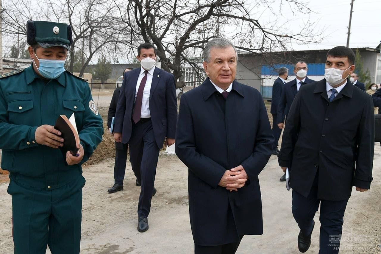 Президент отчитал хокима и прокурора Намангана за несоответствующее состояние махалли «Бунёдкор»