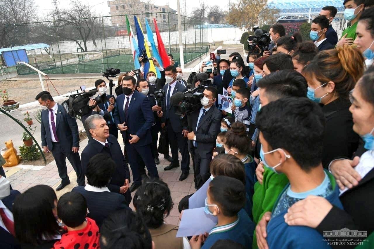 Президент посетил «Дом милосердия» и детский интернат в Намангане