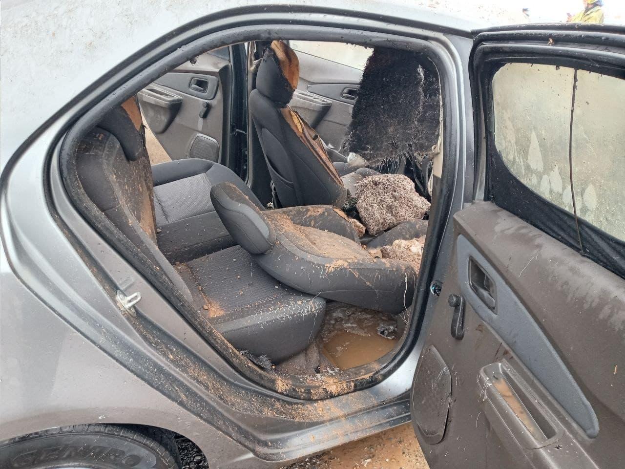 В Навоийской области загорелся автомобиль Cobalt