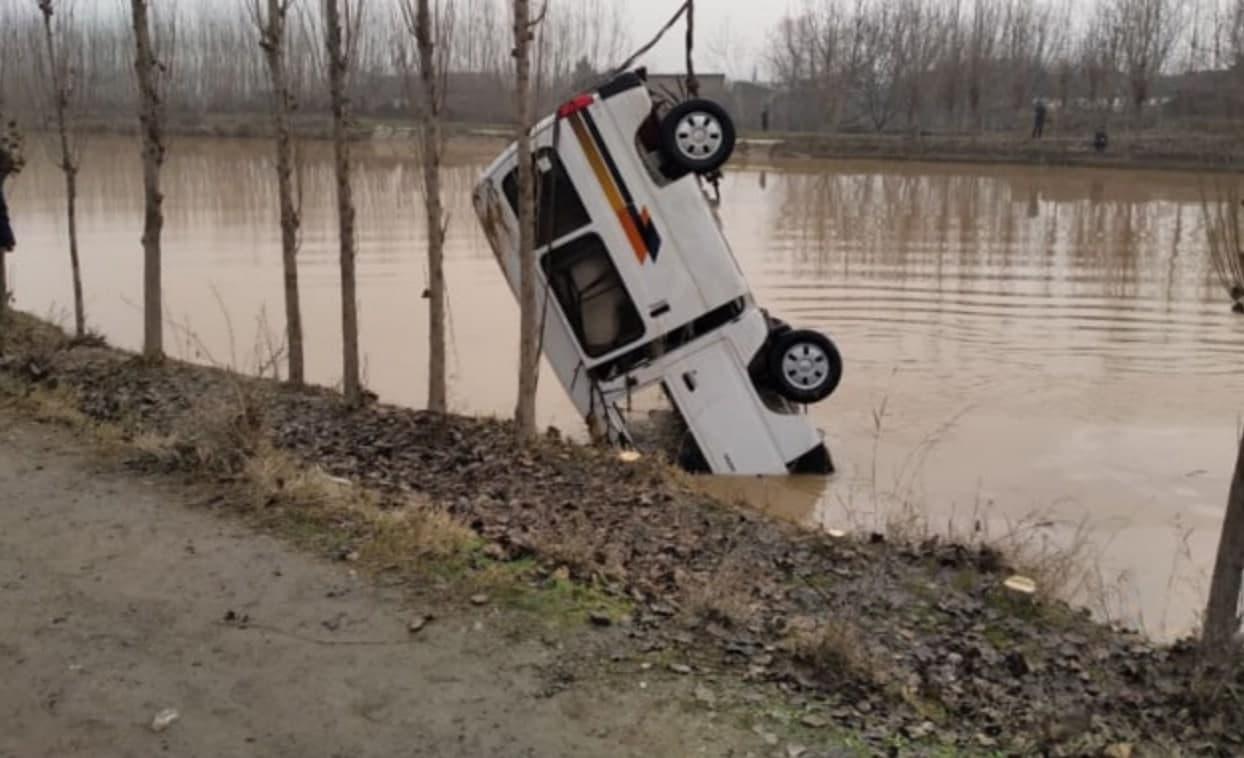В Андижане автомобиль Damas упал в Ферганский канал