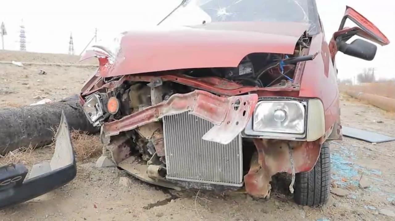 В Навоийской области водитель Tico сбил двух сотрудников благоустройства на велосипеде — видео