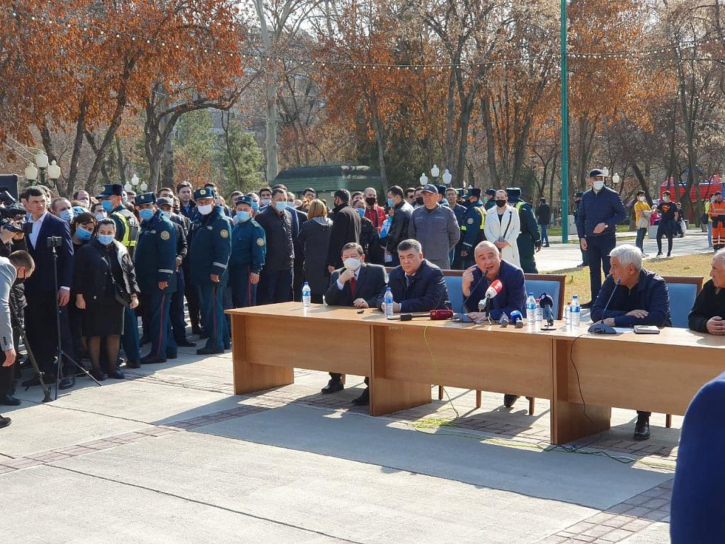 Хоким Ташкента встретился с горожанами для обсуждения новой постройки на алее «Голубых куполов»