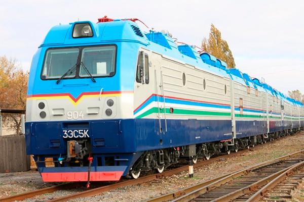 В Ташкенте 14-летняя девочка бросилась под поезд