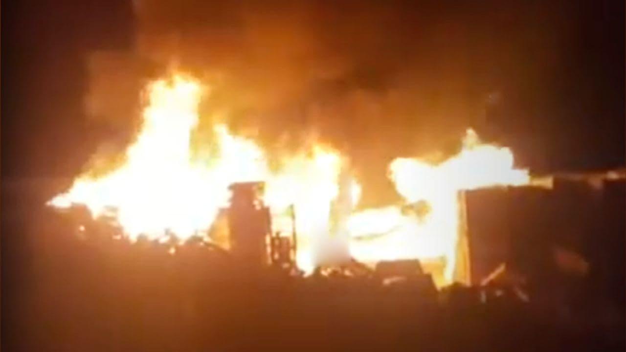 На берегу реки Чирчик в Бектемирском районе произошел пожар — видео