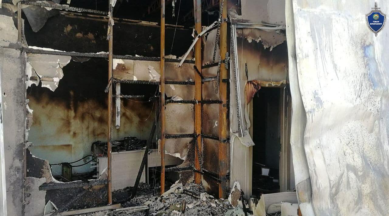 Двое граждан хотели отомстить знакомому и подожгли его мебельный магазин