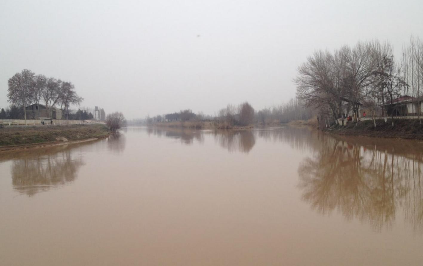 В Намангане автомобиль «Москвич-412» упал в канал: один человек скончался