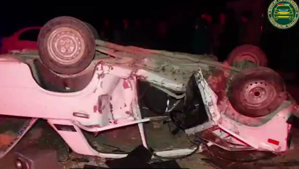 В Сурхандарье молодой человек угнал «ВАЗ-2106» отца и попал в аварию – видео