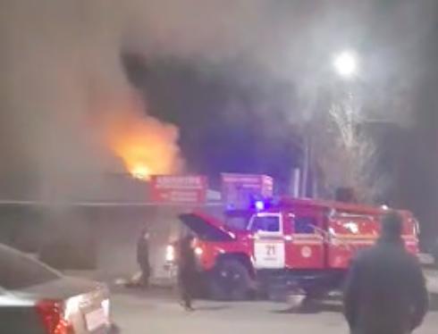 В Яшнабадском районе столицы загорелось здание общепита
