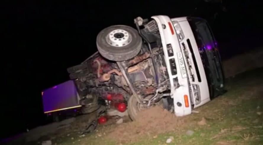 В Джизакской области столкнулись два грузовика – видео