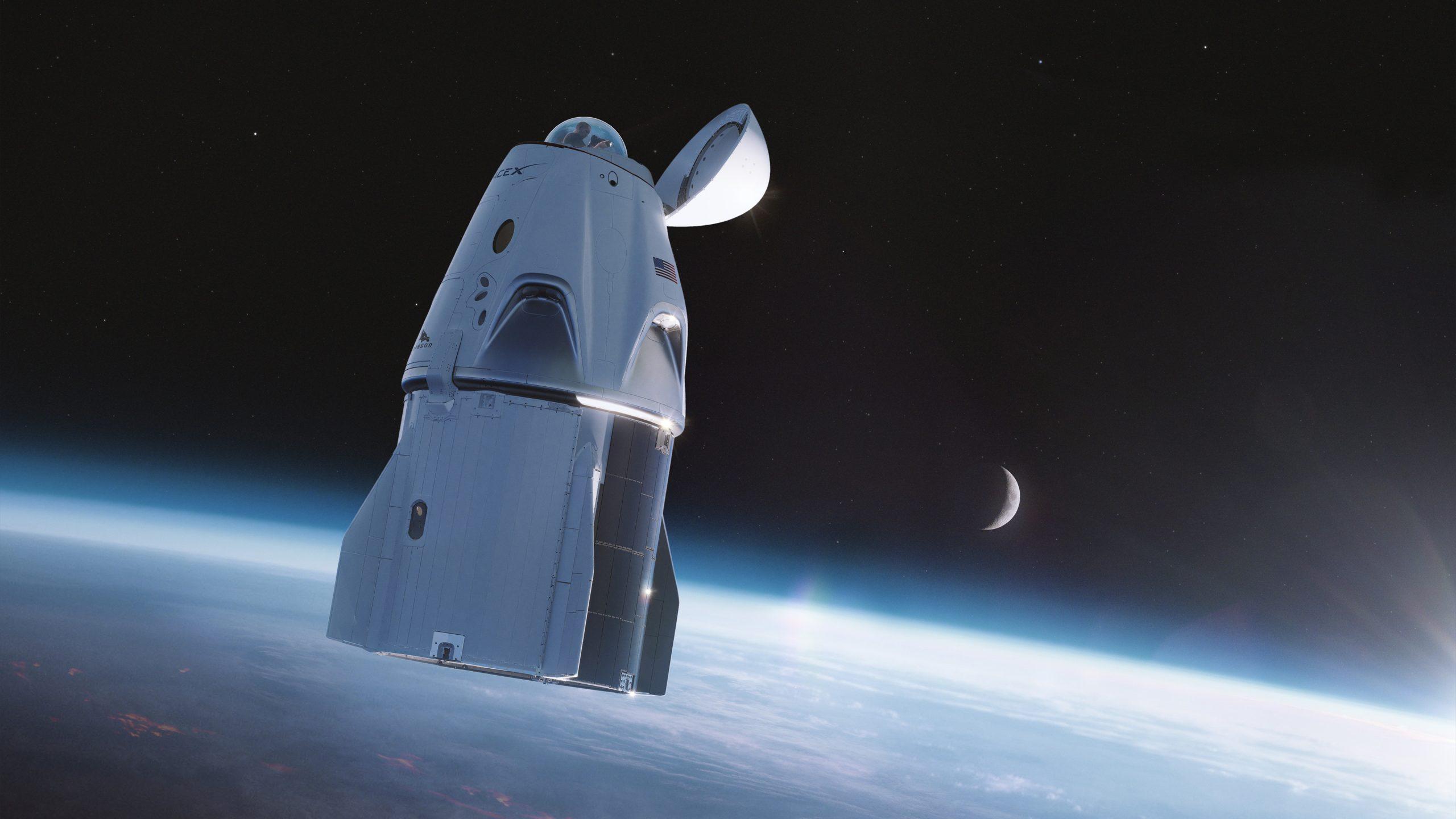 На корабль для космических туристов SpaceX установит стеклянный купол