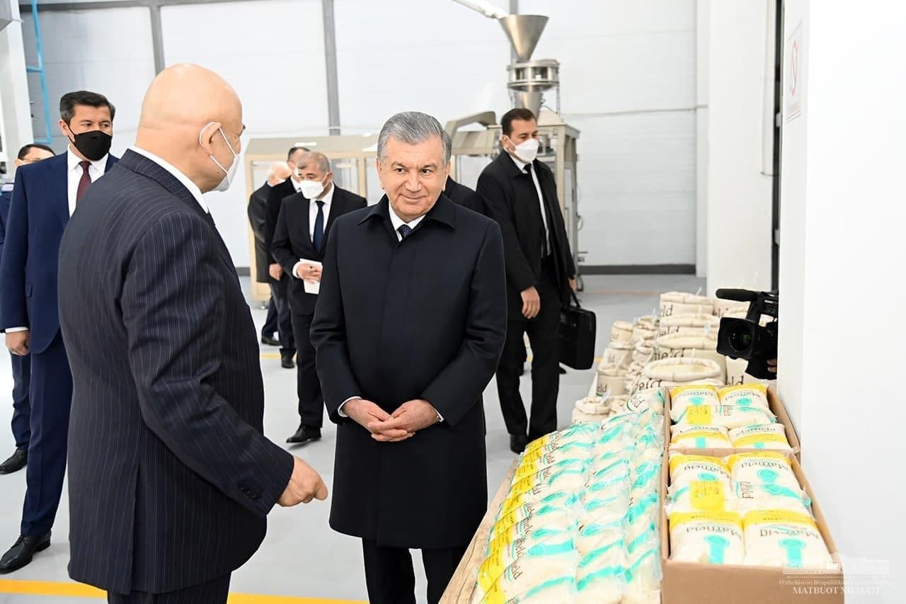 Шавкат Мирзиёев посетил рисовый завод в Ташобласти