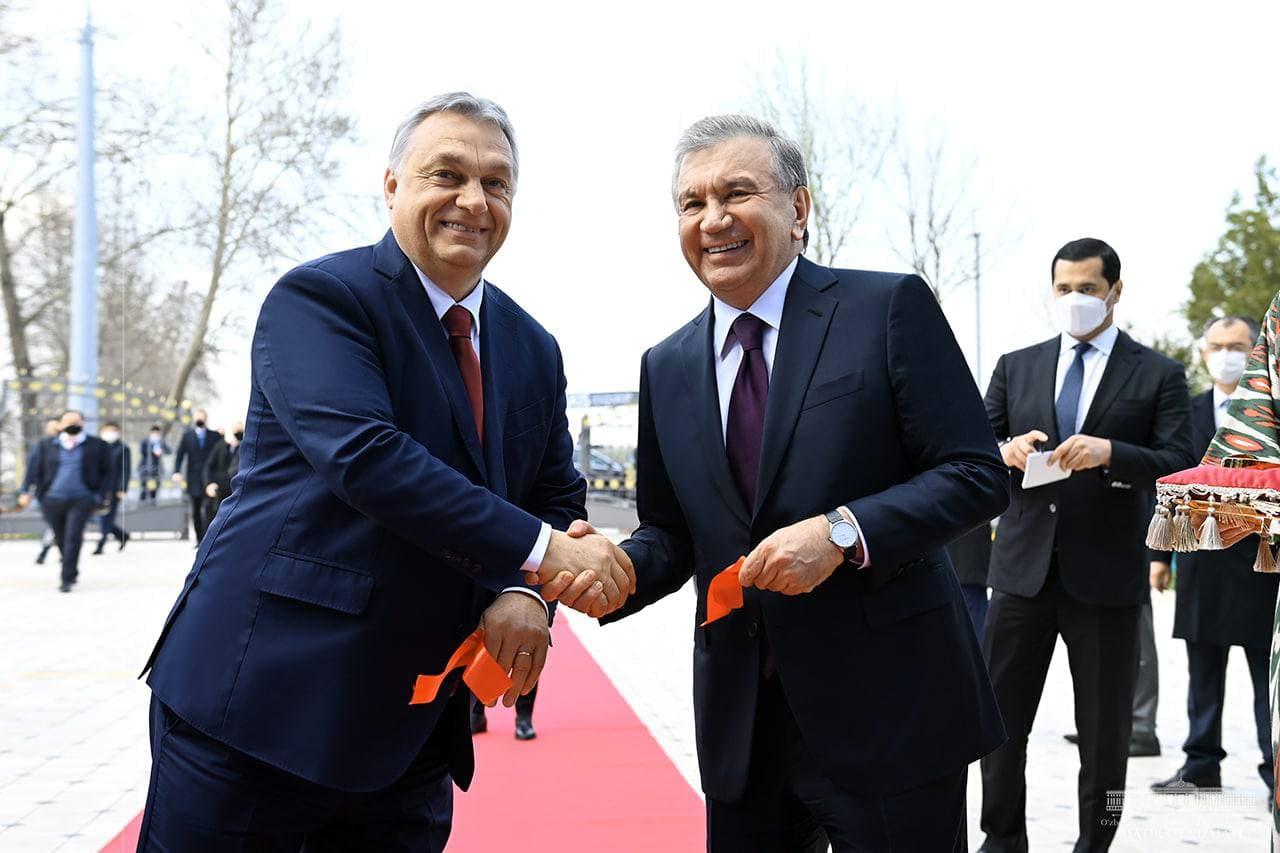 Шавкат Мирзиёев и Виктор Орбан посетили узбекско-венгерский научный центр картофелеводства