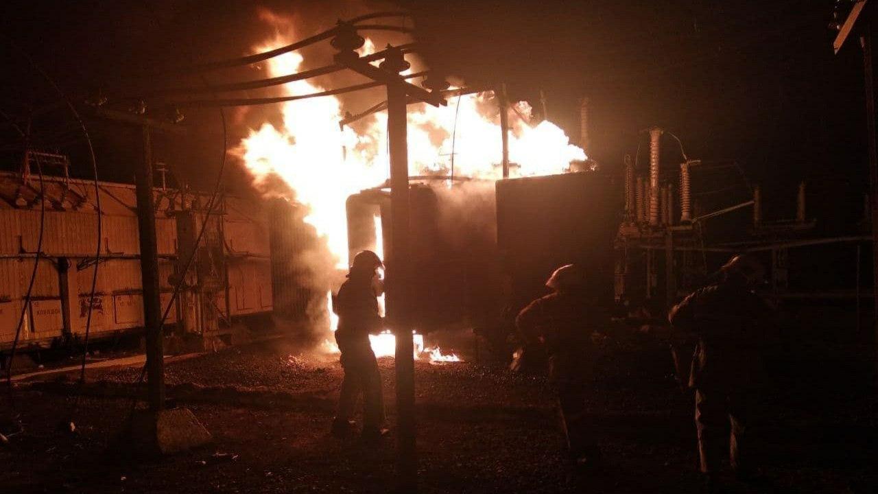 В Ташкентской области загорелась трансформаторная подстанция — видео