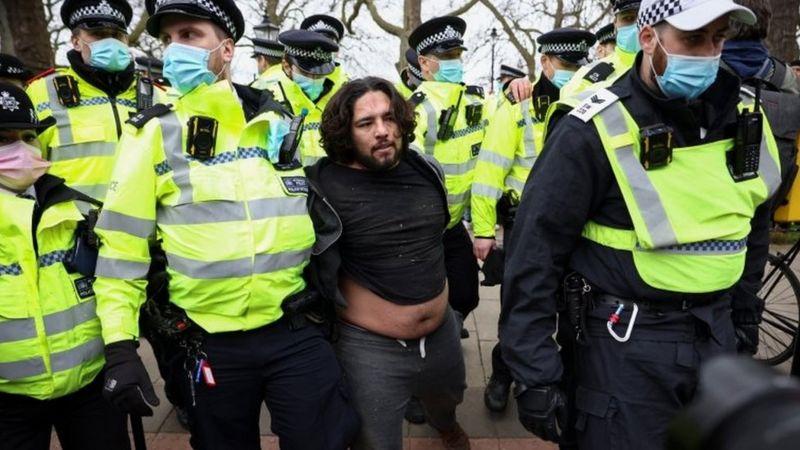 Сразу в нескольких европейских городах 20 марта произошли столкновения полиции с демонстрантами