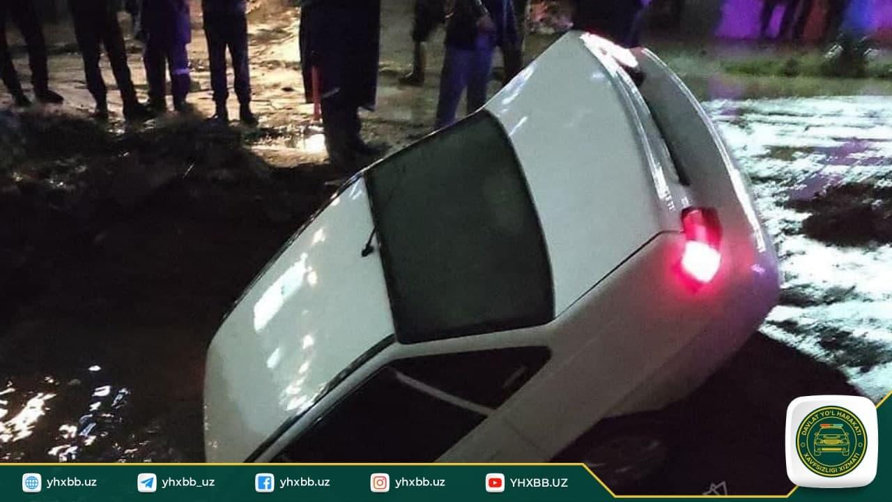 В Самарканде автомобиль Nexia упал в яму