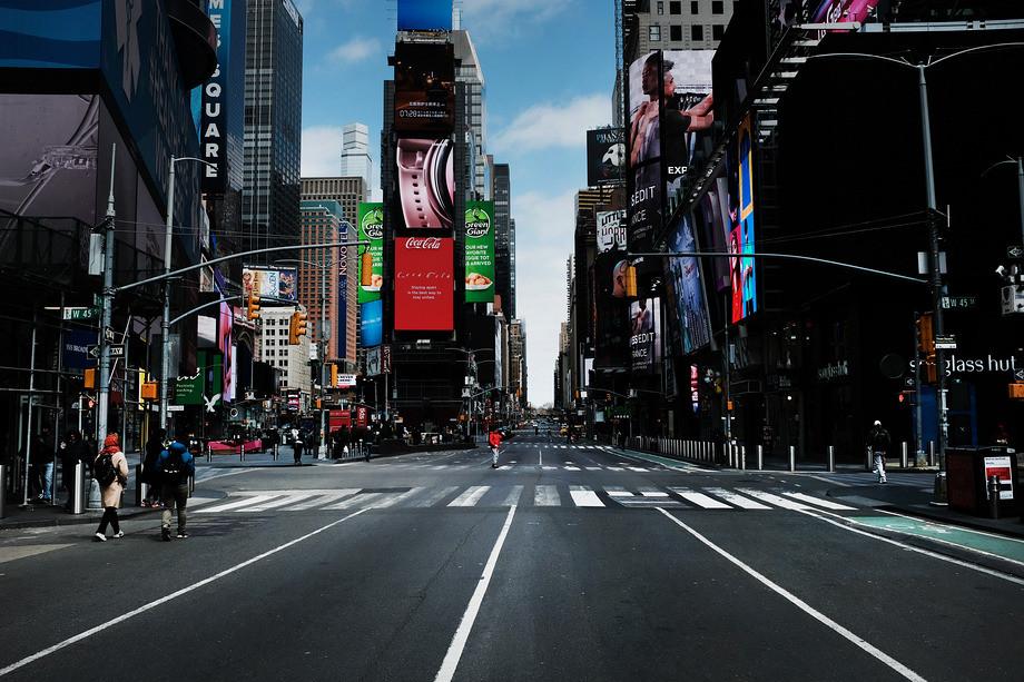 Карантин, пустые улицы и закрытые магазины: как выглядели улицы столиц мира во время пандемии – фото