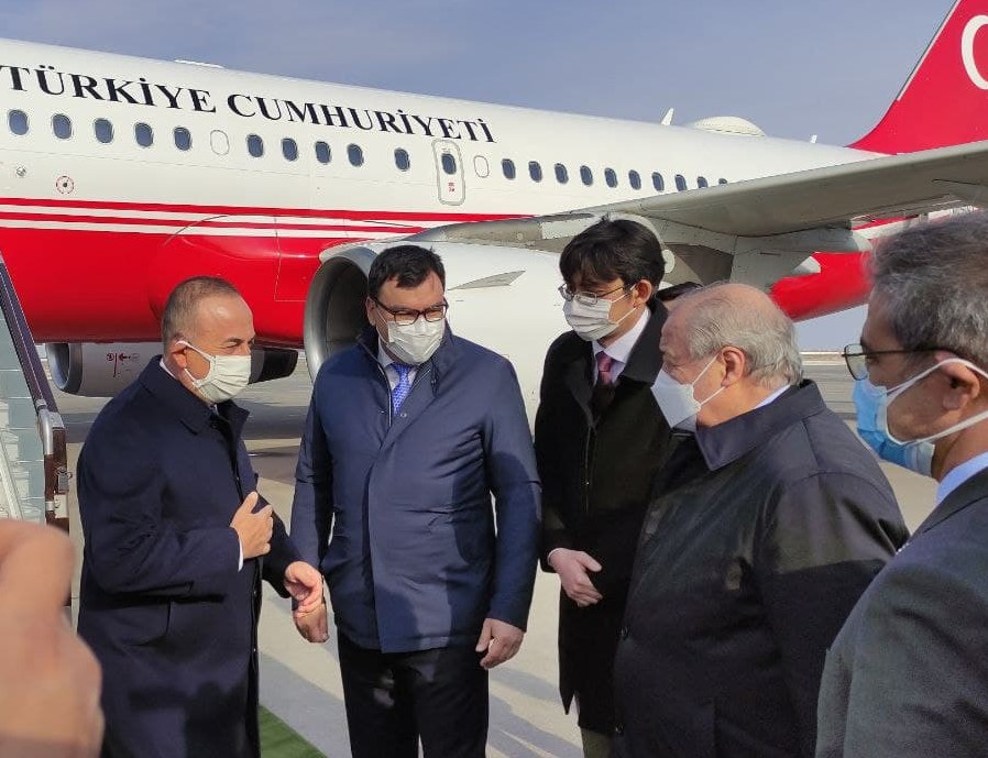 Делегация Турции во главе с министром иностранных дел прибыла в Узбекистан