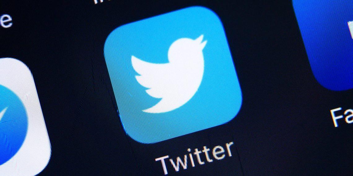 Глава Twitter продал свой первый твит за 2,9 миллионов долларов