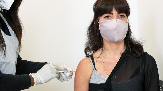 Женщина скончалась после прививки AstraZeneca в Дании