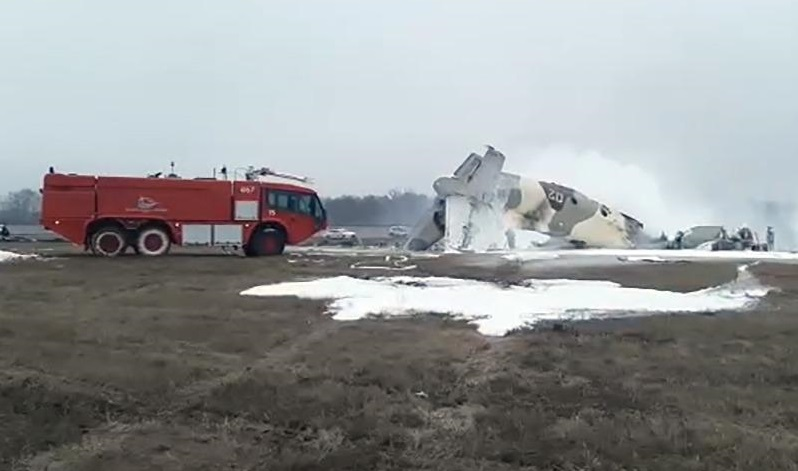 В Казахстане упал военный самолет Ан-26 – видео