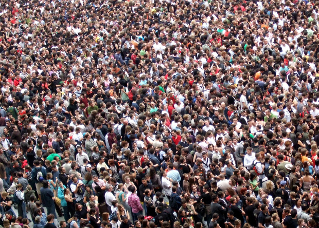 Концерты, праздники и похороны : самые массовые скопления людей – фото