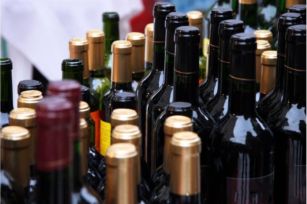 В Каракалпакстане мужчина незаконно продавал алкоголь собственного изготовления