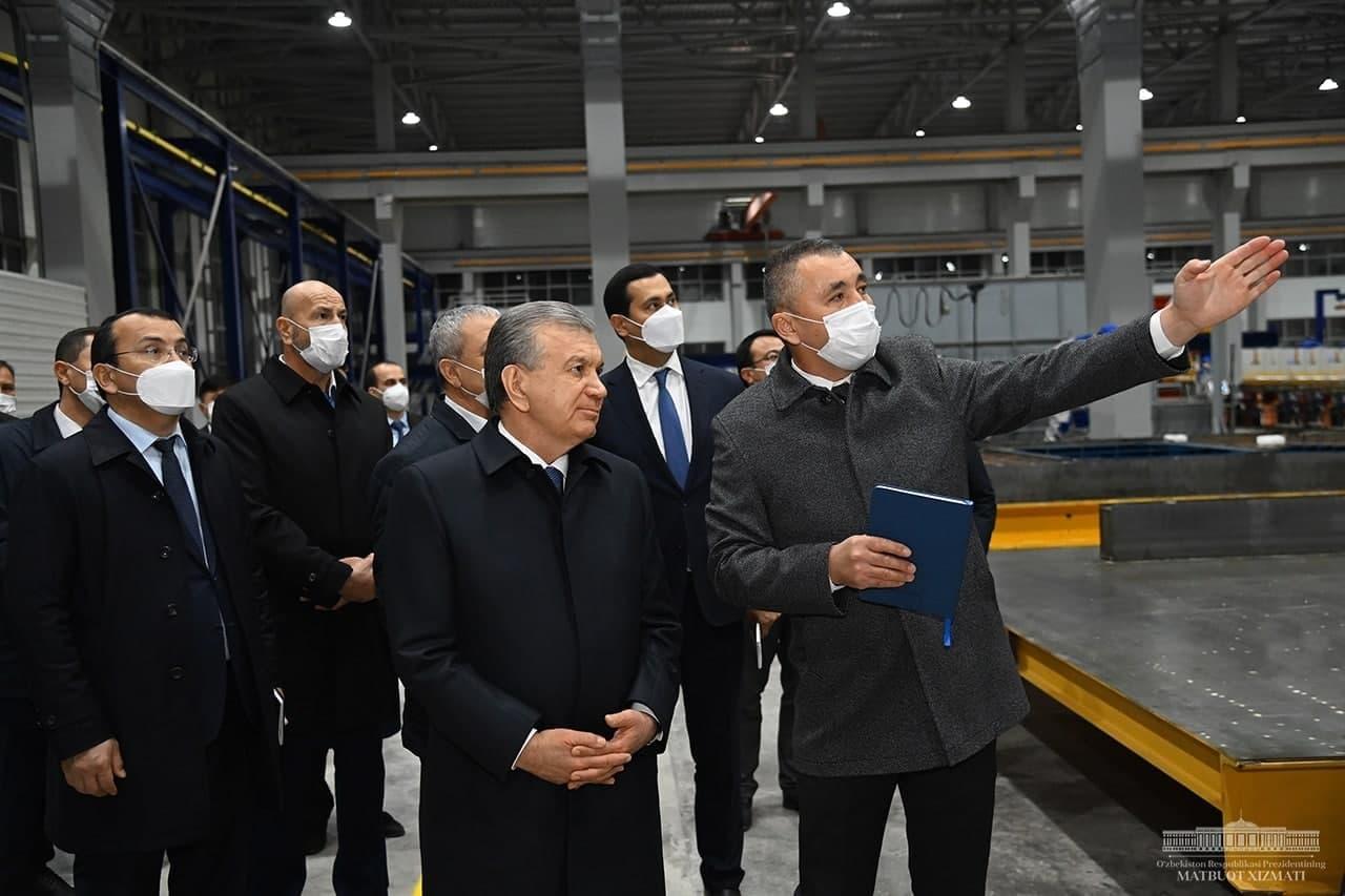 Шавкат Мирзиёев посетил производство железобетонных панелей в Ташобласти