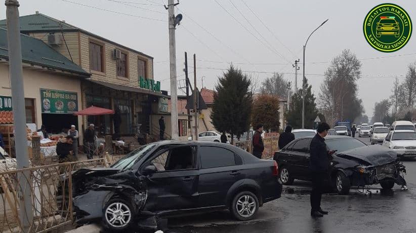 Водитель Lacetti устроил ДТП с участием трех машин в Ферганской области