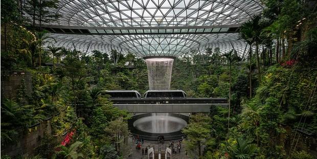 Здания в форме птицы, деревянные капли-капсулы и крыша из бамбука: как выглядят аэропорты разных стран – фото
