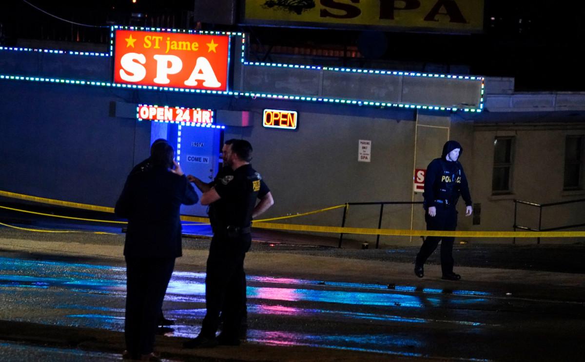 В США восемь человек погибли в результате перестрелки в трех спа-салонах