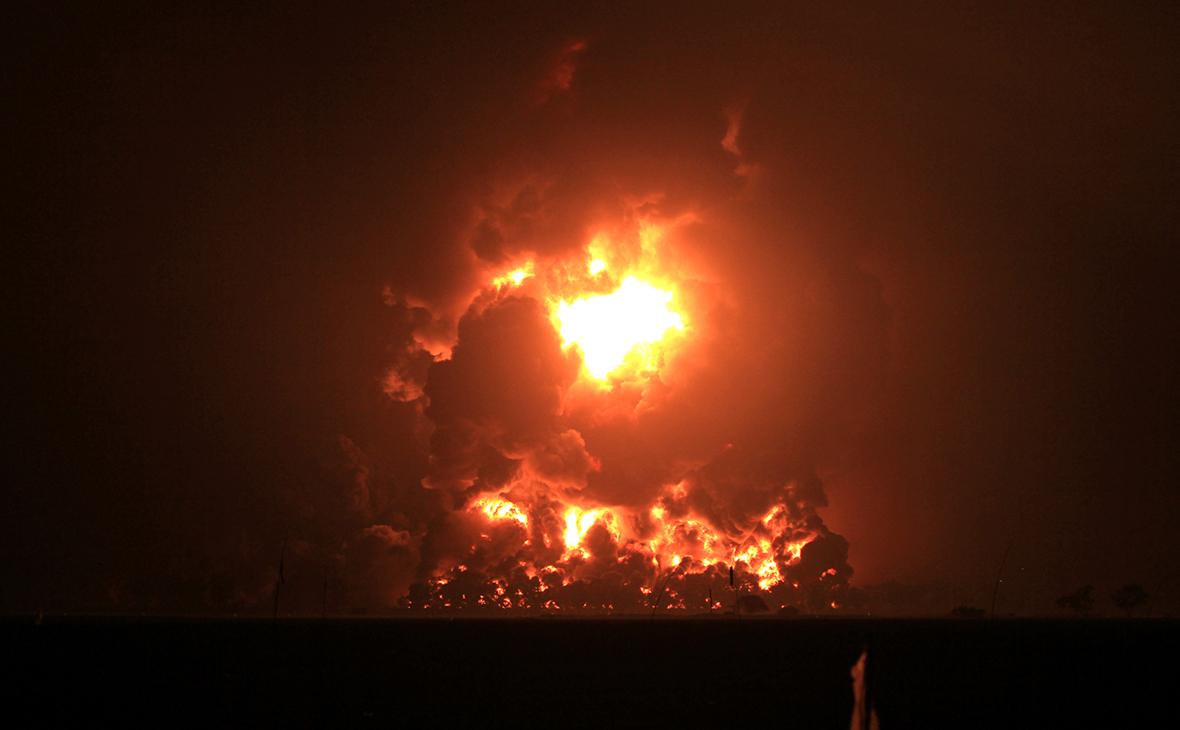 На нефтеперерабатывающем заводе в Индонезии прогремел взрыв – видео