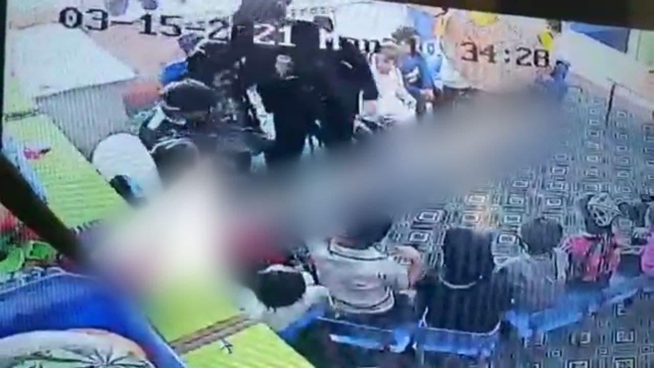В Навоийской области воспитательница детского сада избила детей — видео