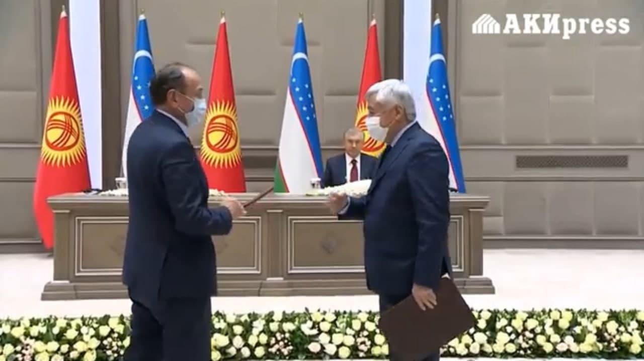Глава Минздрава Кыргызстана пояснил, почему не пожал руку министру здравоохранения Узбекистана — видео