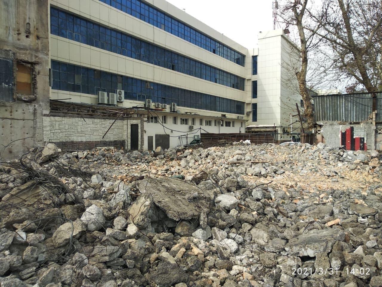 Выяснилась причина обрушения части здания на улице Амира Темура в Ташкенте — видео