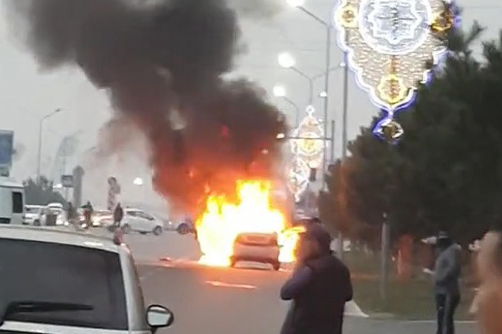 В Намангане загорелся автомобиль Nexia-2 — видео