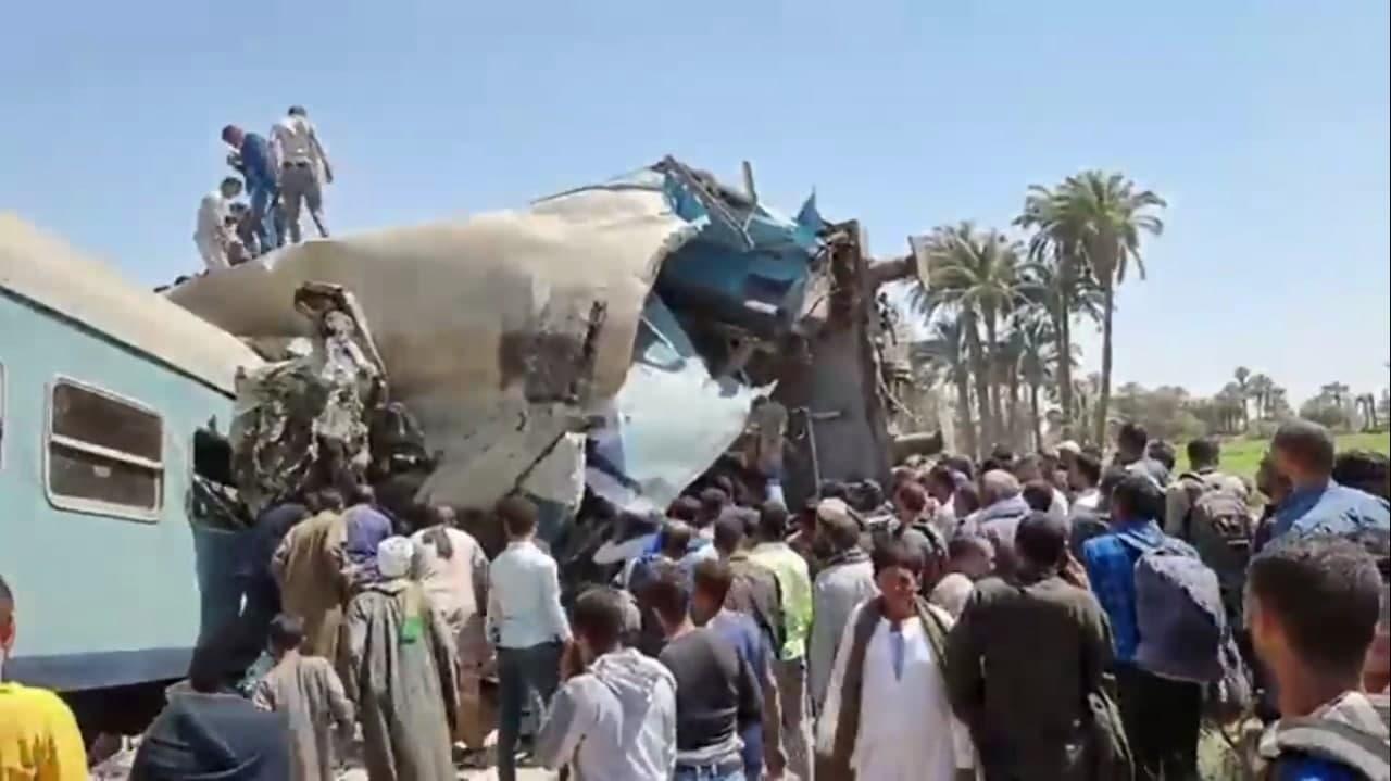 В Египте столкнулись два пассажирских поезда — видео