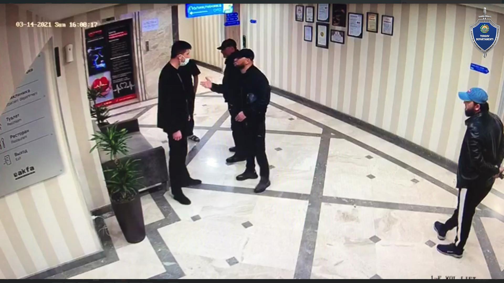 Двое мужчин избили охранника в ташкентском медцентре