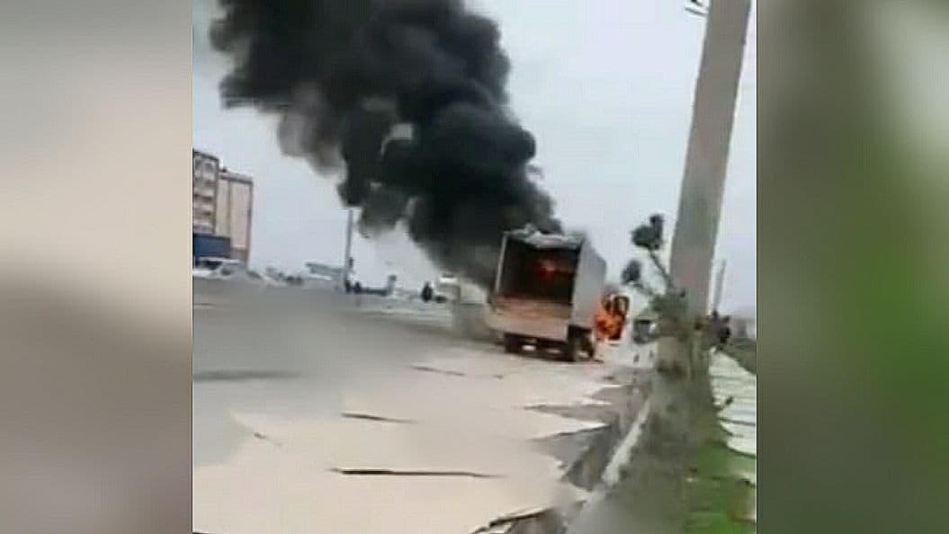 В Янгихаетском районе Ташкента загорелся грузовик — фото, видео